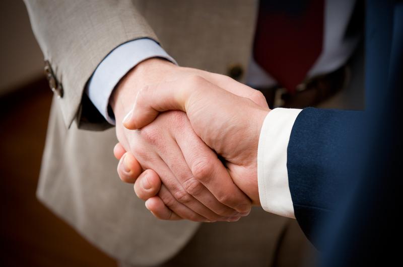 Handshakes promote cooperation