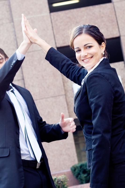 Männer und Frauen genießen Führungsrollen gleichermaßen